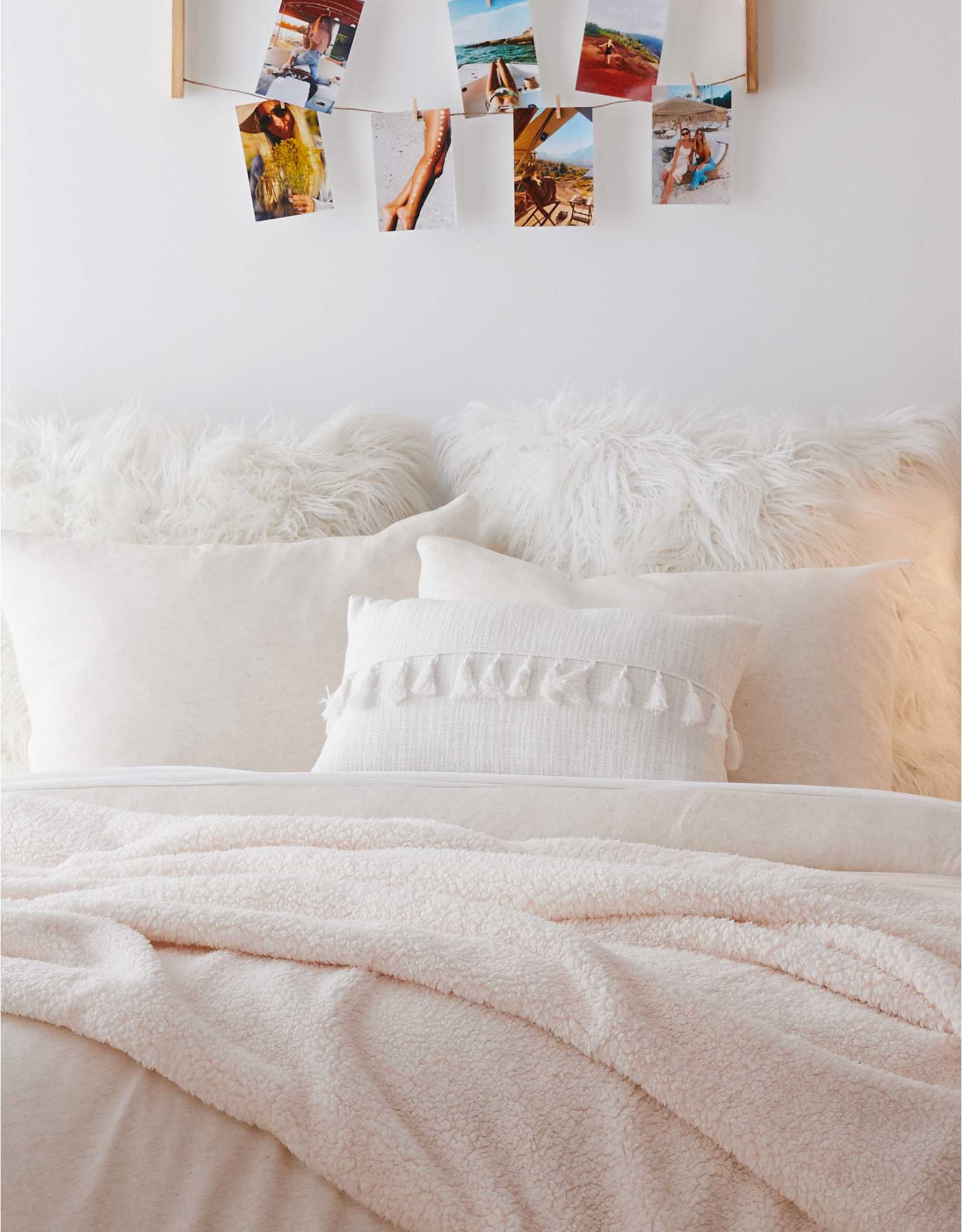 Dormify Tassel Pillow