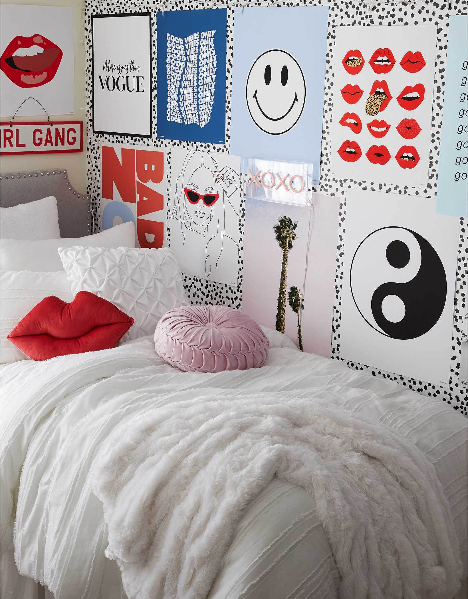 Dormify Exclusive Removable Dotted Wallpaper
