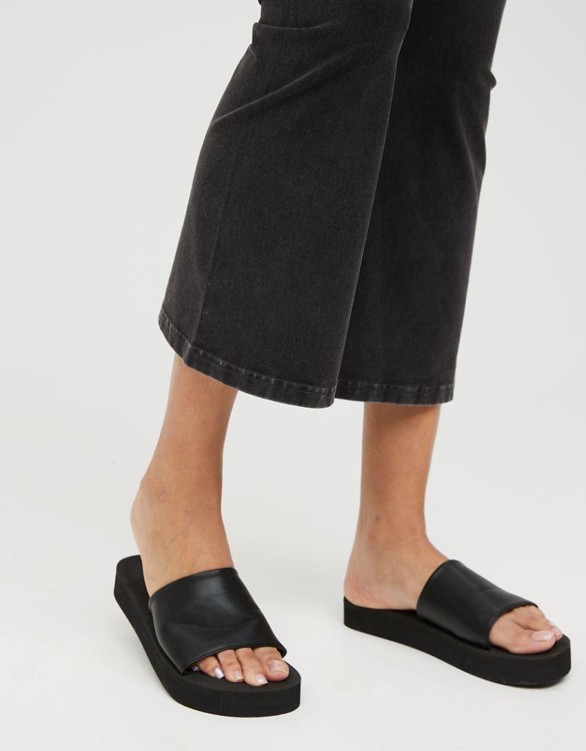 OFFLINE OG Cropped High Waisted Kickflare Legging