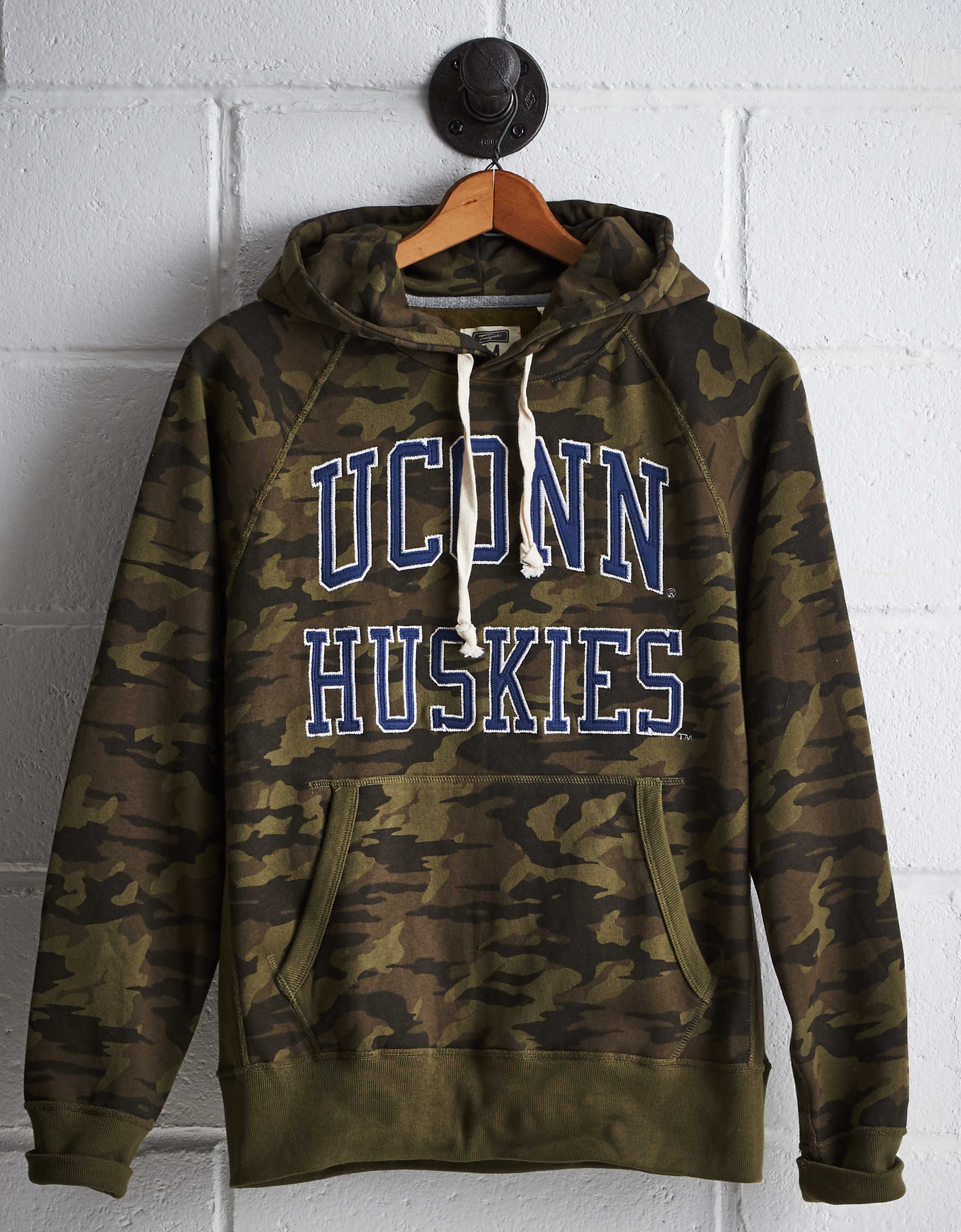 Tailgate Men's Connecticut Camo Hoodie