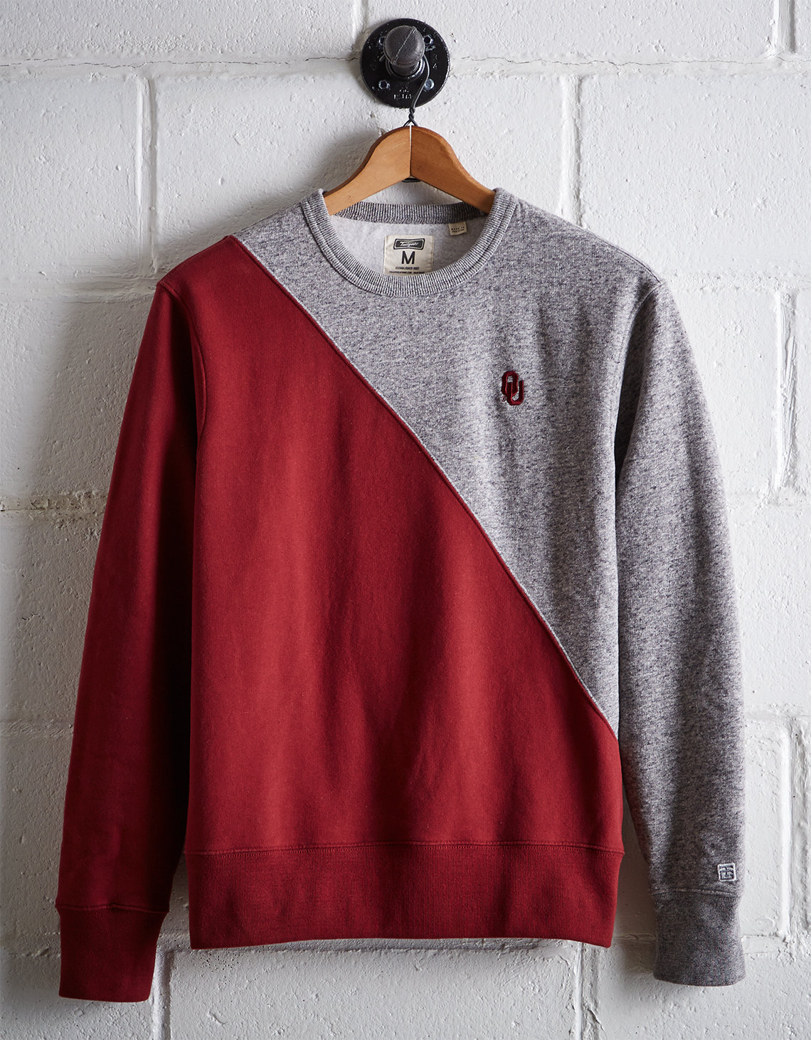 Tailgate Men's Oklahoma Diagonal Colorblock Sweatshirt