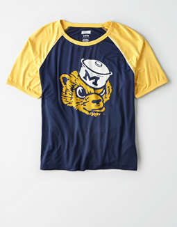Tailgate Women's Michigan Cropped Raglan T-Shirt