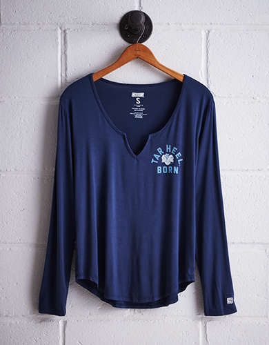 Tailgate Women's UNC Split Neck T-Shirt - Free returns