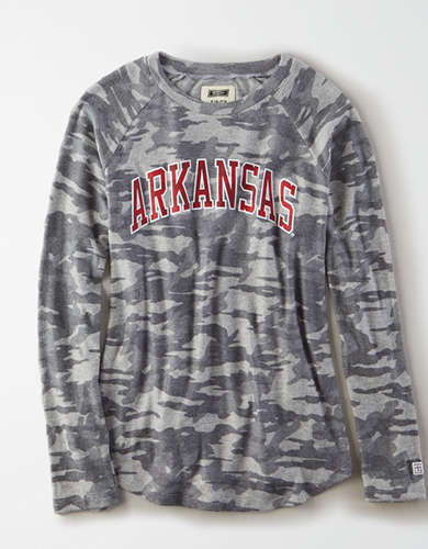 Tailgate Women's Arkansas Razorbacks Plush Camo Shirt