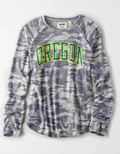 Tailgate Women's Oregon Ducks Plush Camo Shirt