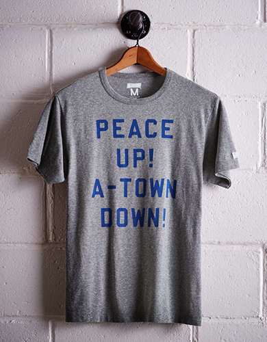 Tailgate Men's Atlanta Peace Up T-Shirt - Free Returns