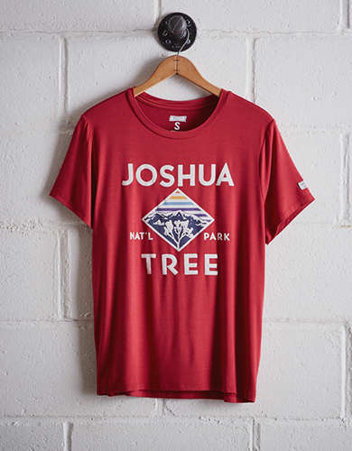 Tailgate Women's Joshua Tree Boyfriend Tee - Free Returns