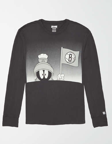 Tailgate Men's Brooklyn Nets x Looney Tunes Long Sleeve T-Shirt