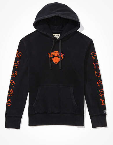 Tailgate Men's NY Knicks Old English Graphic Hoodie