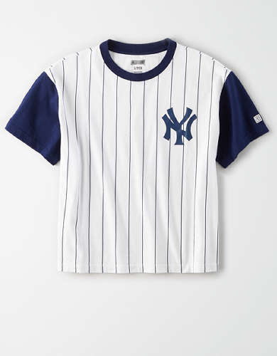 Tailgate Women's Yankees Cropped Pinstripe T-Shirt