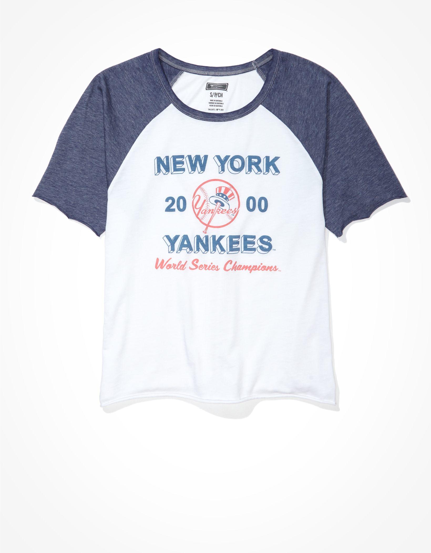 Tailgate Women's NY Yankees Cropped Raglan T-Shirt