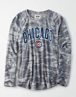 Tailgate Women's Chicago Cubs Plush Camo Shirt