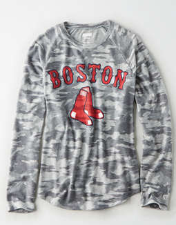 Tailgate Women's Boston Red Sox Plush Camo Shirt