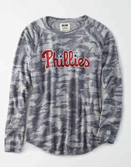 Tailgate Women's Philadelphia Phillies Plush Camo Shirt
