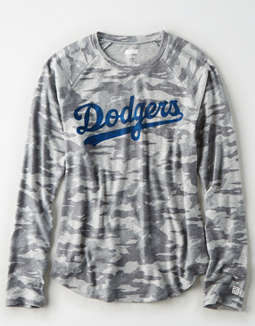 Tailgate Women's LA Dodgers Plush Camo Shirt