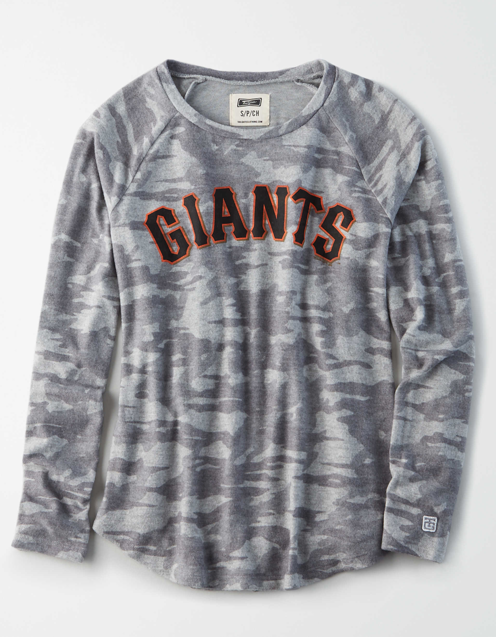 Tailgate Women's San Francisco Giants Plush Camo Shirt