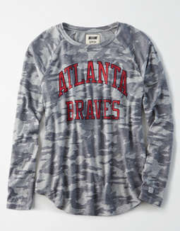 Tailgate Women's Atlanta Braves Plush Camo Shirt
