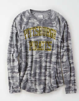 Tailgate Women's Pittsburgh Pirates Plush Camo Shirt