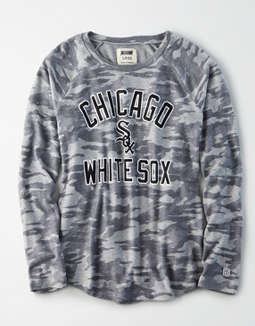 Tailgate Women's Chicago White Sox Plush Camo Shirt