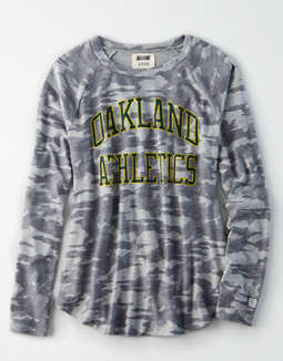 Tailgate Women's Oakland Athletics Plush Camo Shirt