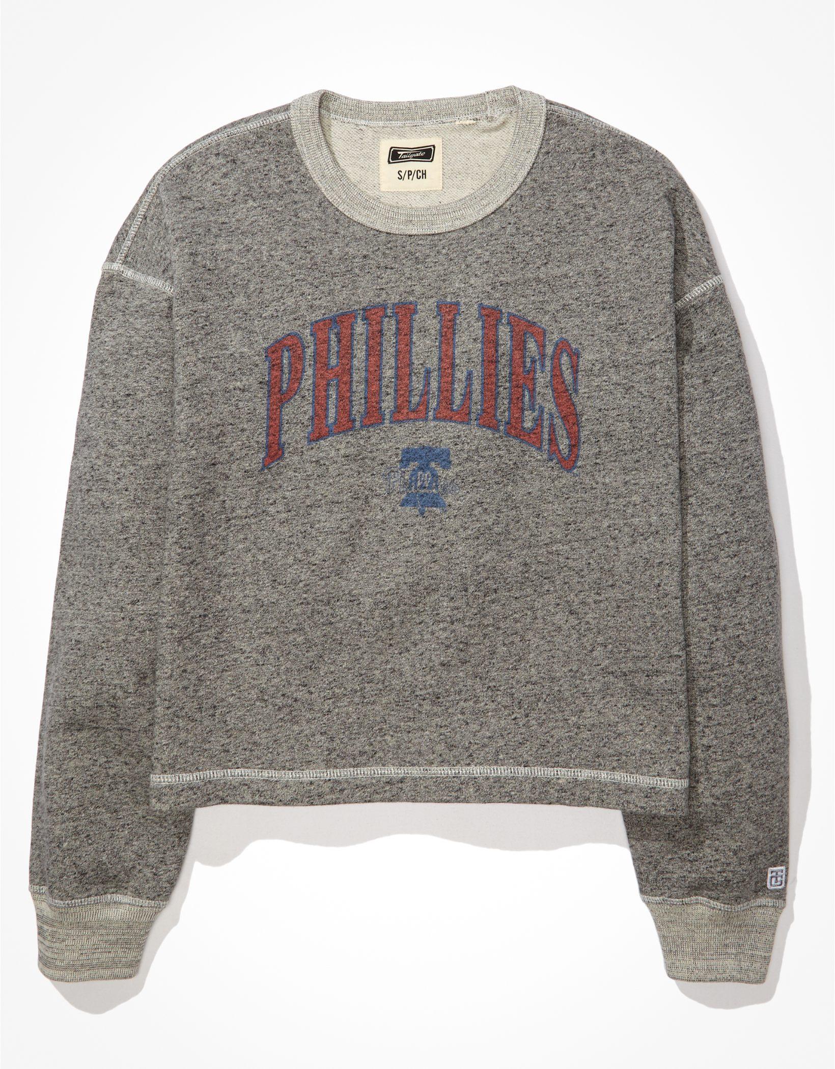 Tailgate Women's Phillies Raw Hem Cropped Sweatshirt