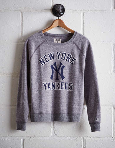 Tailgate Women's New York Yankees Crew Sweatshirt - Free Returns