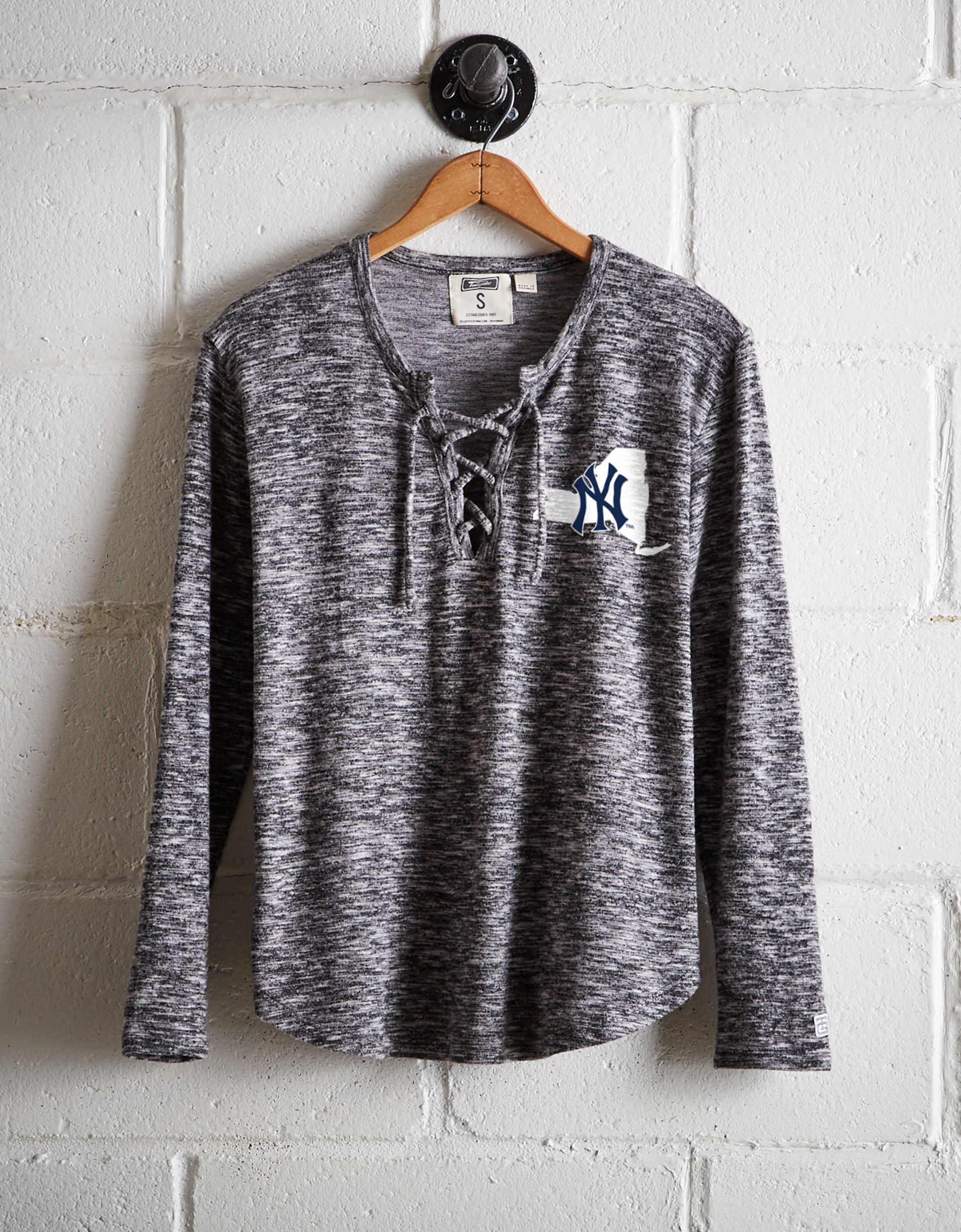 Tailgate Women's New York Yankees Plush Tee