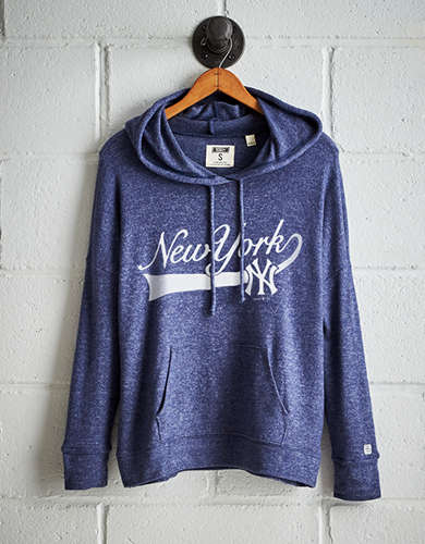 Tailgate Women's New York Yankees Plush Hoodie - Free Returns