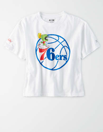 Tailgate Women's Philadelphia 76ers x Looney Tunes Cropped T-Shirt
