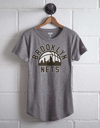Tailgate Women's Brooklyn Nets Skyline T-Shirt - Free returns