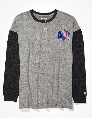 Tailgate Women's NY Knicks Oversized Plush Henley