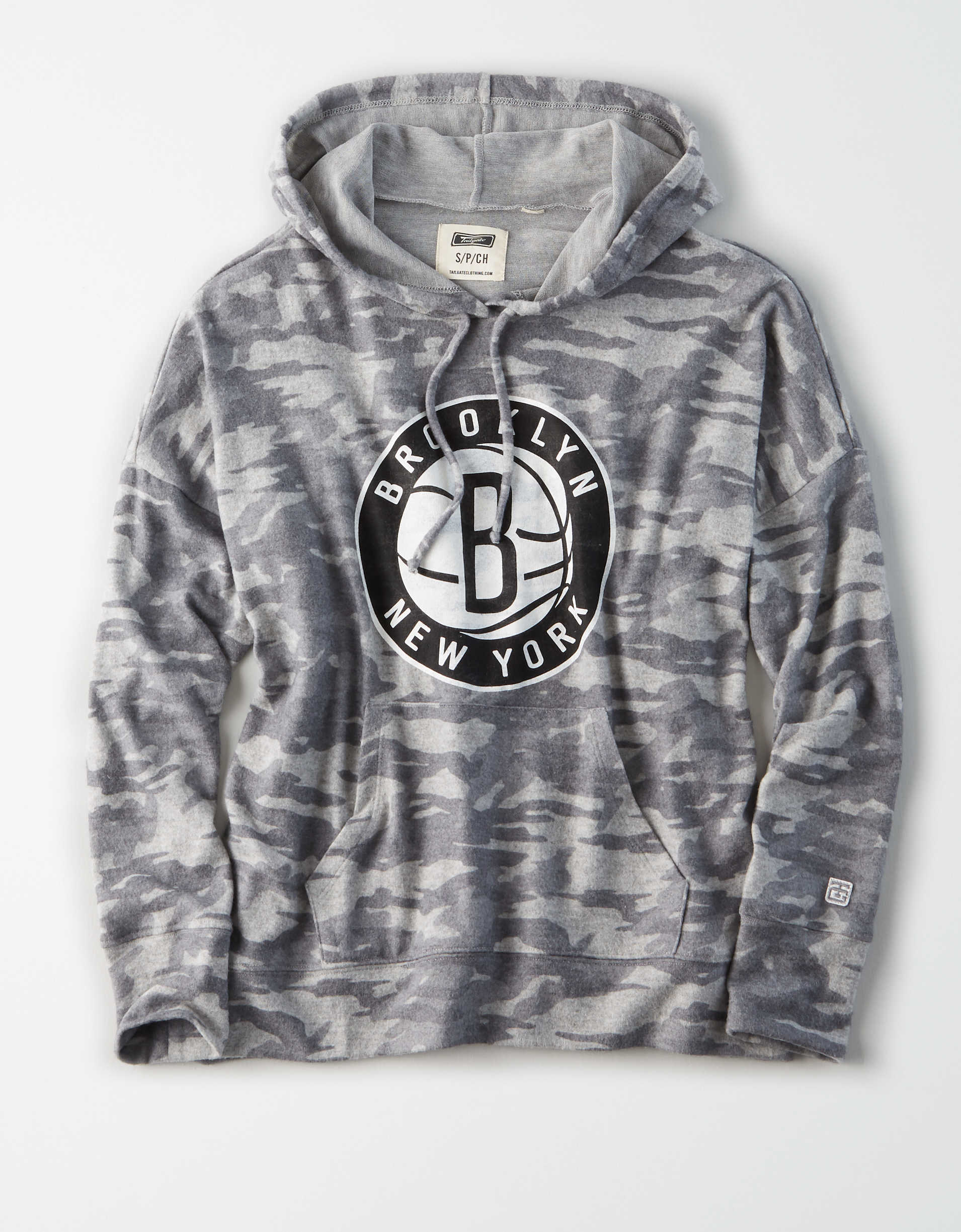 Tailgate Women's Brooklyn Nets Camo Plush Hoodie