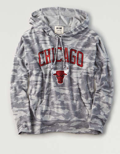 Tailgate Women's Chicago Bulls Camo Plush Hoodie