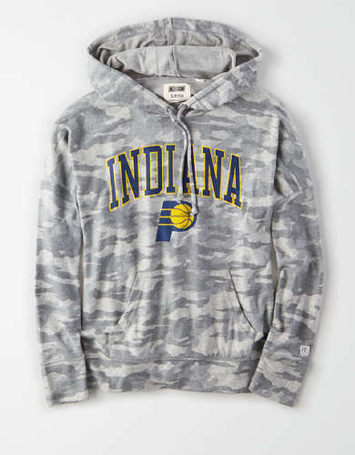 Tailgate Women's Indiana Pacers Camo Plush Hoodie