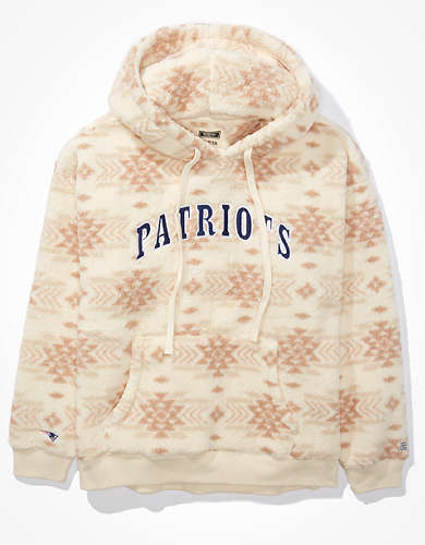 Tailgate Women's New England Patriots Cozy Sherpa Hoodie