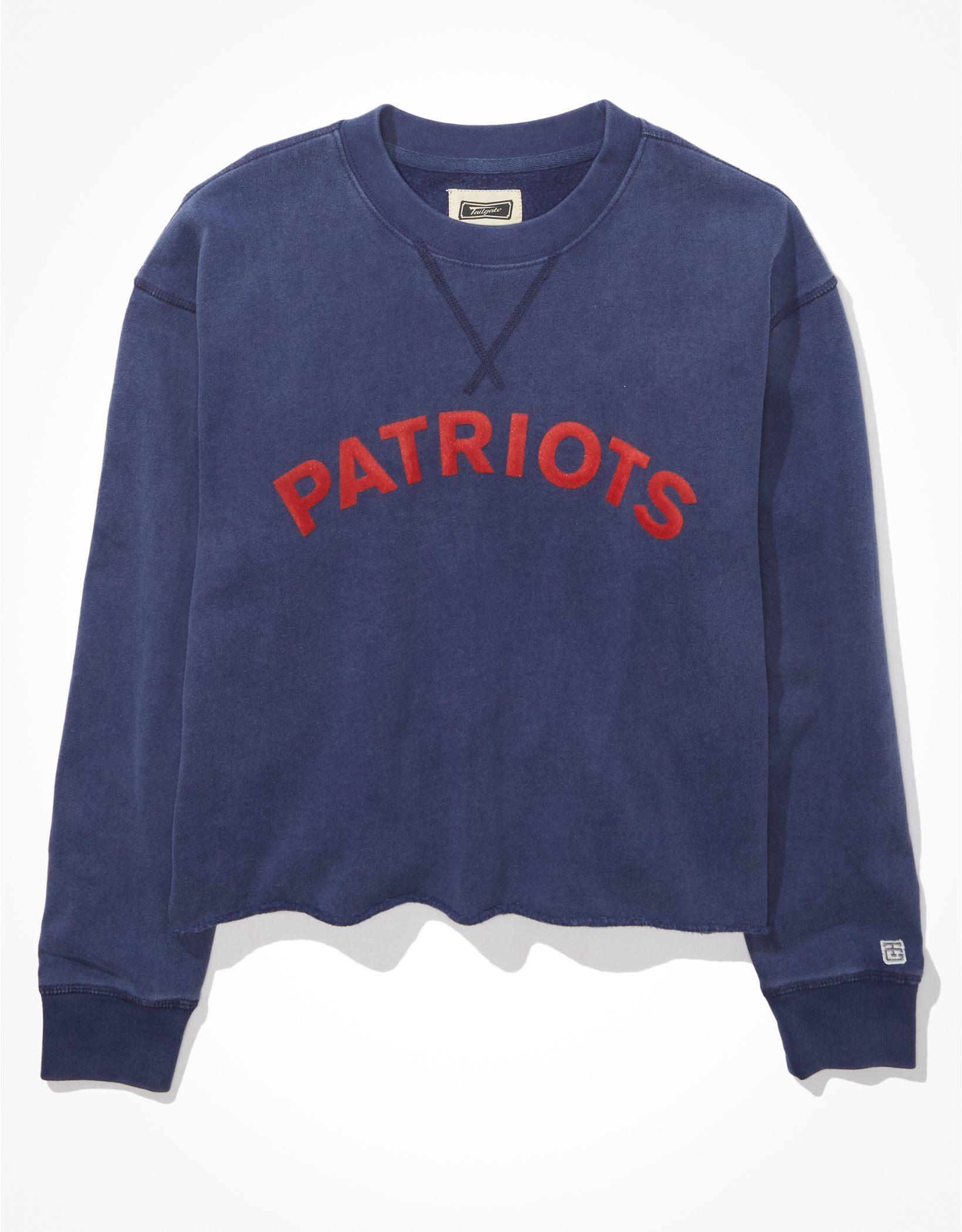 Tailgate Women's New England Patriots Raw Hem Sweatshirt