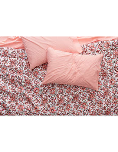 Aerie Home Full/ Queen Comforter Set -