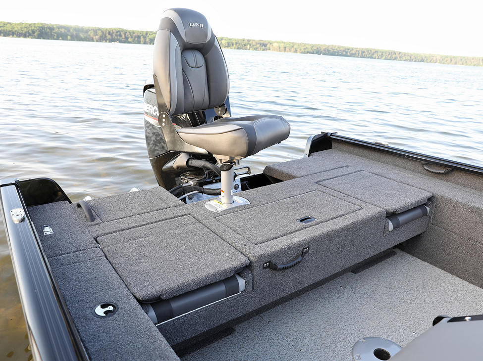 1675 Impact XS Aft Deck with Seat