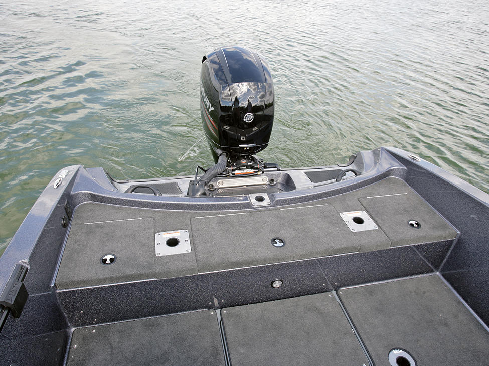 189-Pro-V-GL-Aft-Storage-Compartments-Closed