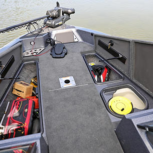 189-Pro-V-GL-Bow-Deck-Storage-Compartments-Open