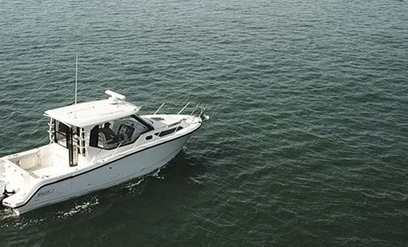325 Conquest Pilothouse-