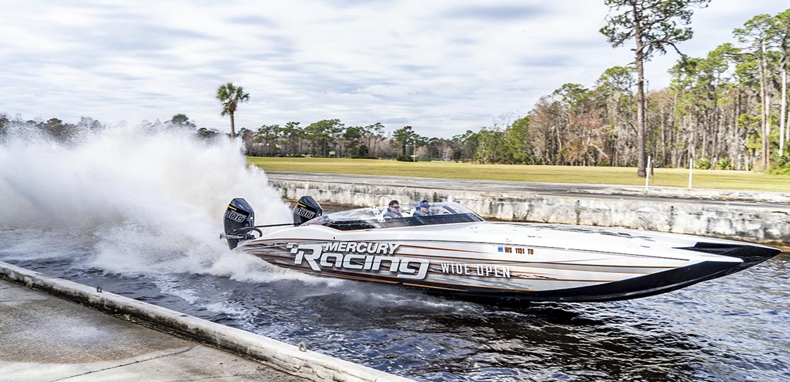 Mercury Racing white boat Mercury 300r walkway