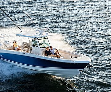 BW_2015_Boston-Whaler-Debuts-Confident-New-330-Outrage_nw