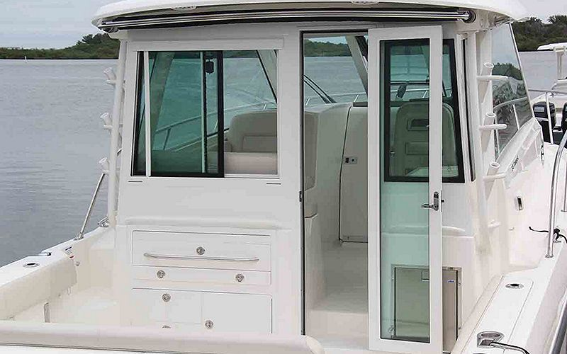Boston-Whaler-345-Conquest-Pilothouse-Gallery-1