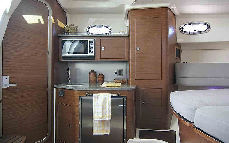 Boston-Whaler-345-Conquest-Pilothouse-Gallery-5