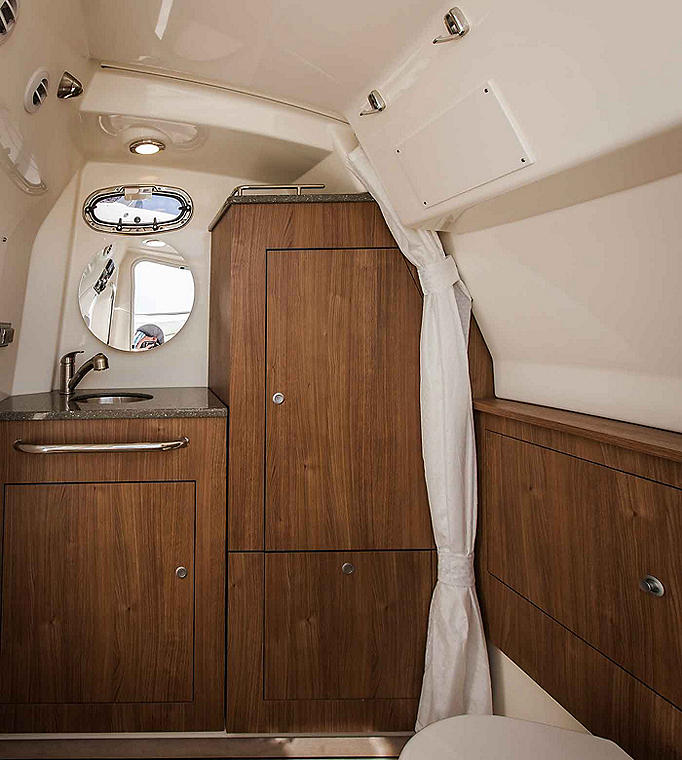 Boston-Whaler-350-Outrage-Gallery-8