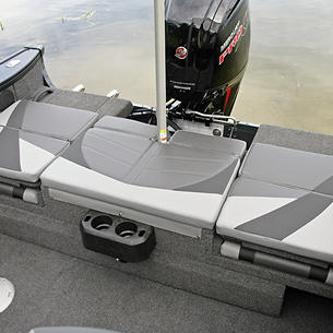 Crossover-XS-Aft-Deck-Sun-Pad-shown-with-Ski-Pylon