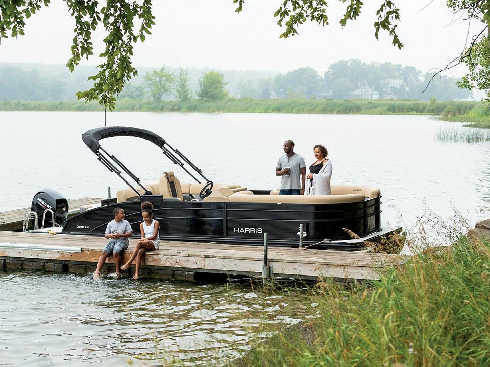 Cruiser 230 Family on the dock
