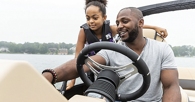 Cruiser 230 Teaching Kid to Drive