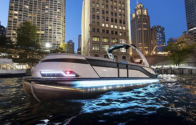 2022 Grand Mariner 270 on Chicago River